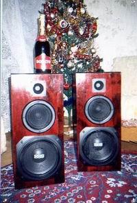Grudzień 1996 – historyczne zdjęcie pierwszego systemu kolumn głośnikowych Tom 120